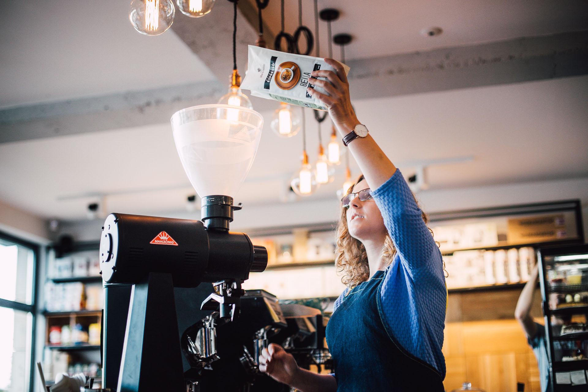 kawa w kawiarni