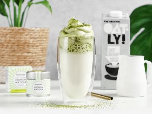 Dalgona matcha - a cocktail which is more than just eye-catching!